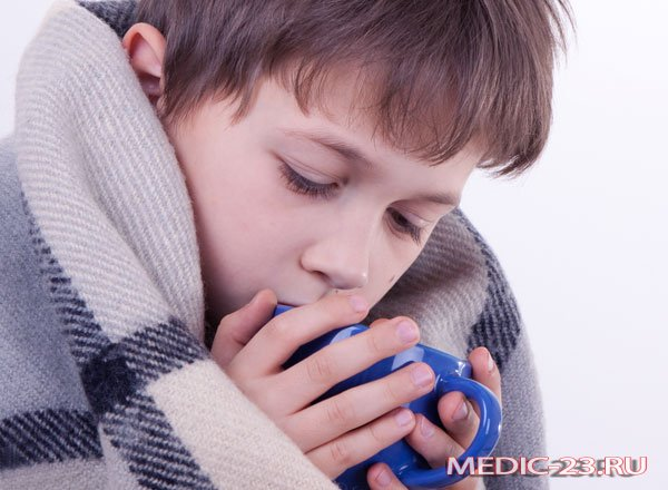 Ребенок укутан в теплое одеяло