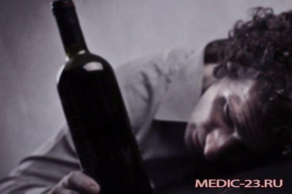 Мужчина болен алкоголизмом